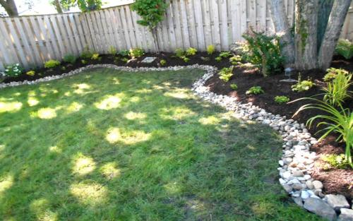 Backyard Garden Bed with River Stone Border2