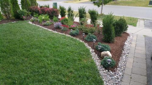 Front Yard Flower Planting Design 1
