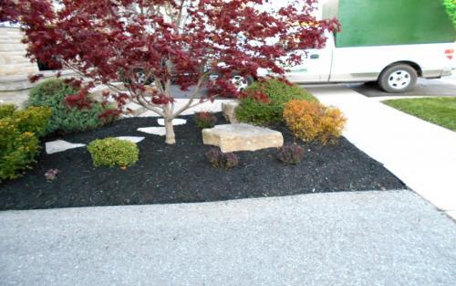 Frontyard Small Garden Bed Ideas1