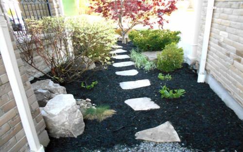Frontyard Small Garden Bed Ideas3