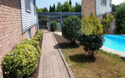Garden Bed Clean-Up Mulch Gardener