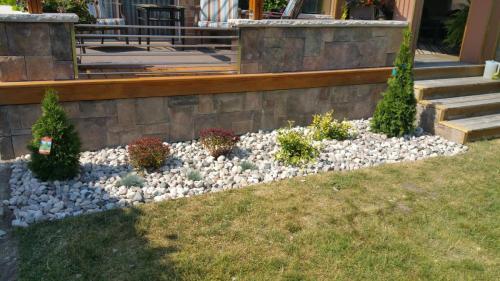 River stone Garden Bed