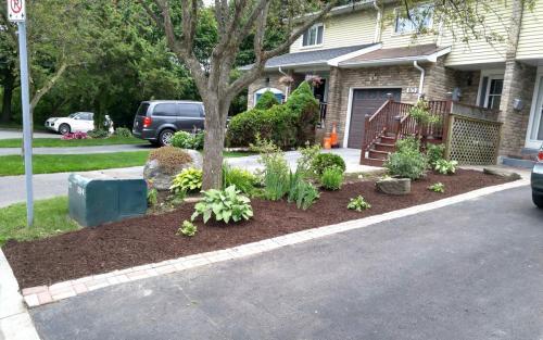 Sideyard Landscape Fabric and Mulching